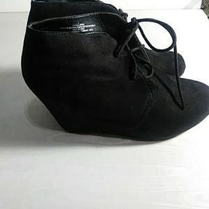 Mossimo black wedge boots size 7